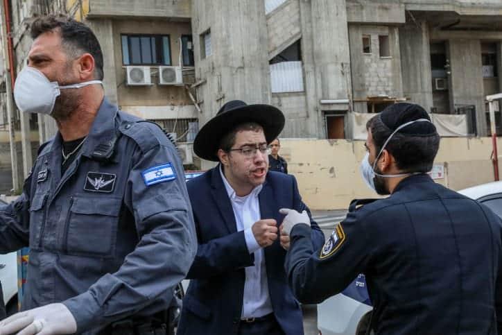 Politsiya zakryvaet sinagogu v Bnej Brake