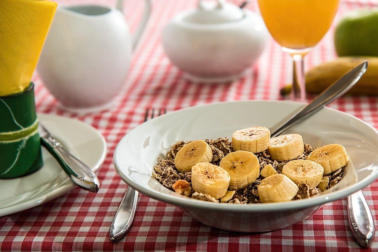 питание тарелка с гречкой бананы фото