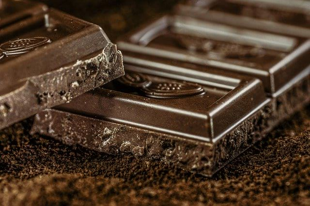 Темный шоколад кусочки фото