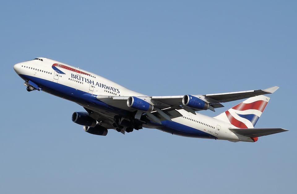 Самолет British Airways полет картинка