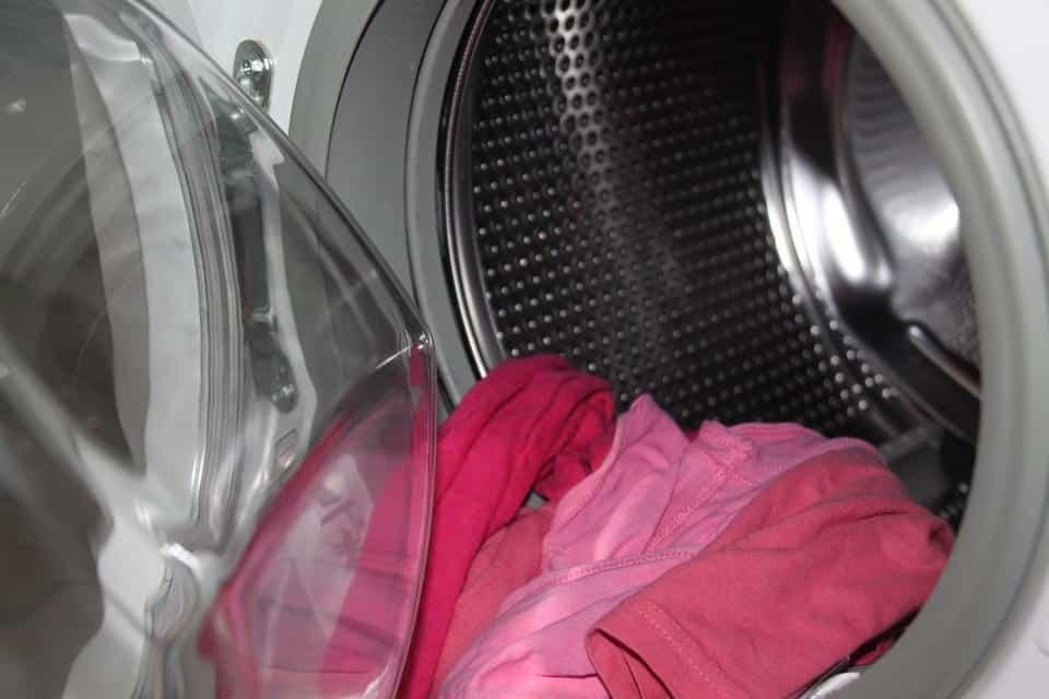 стиральная машинка вещи стирка фото