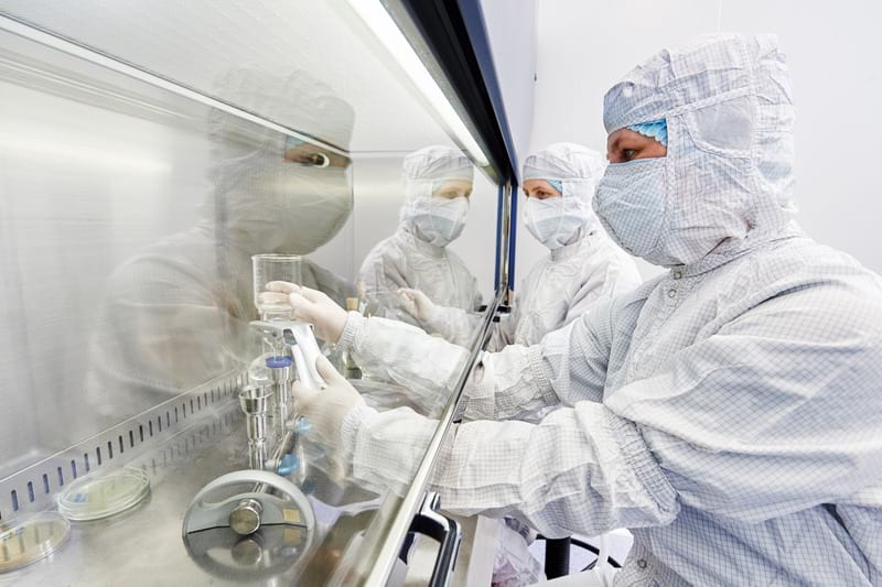ученые лаборатория пандемия фото