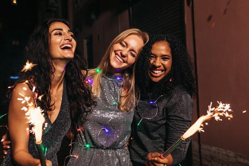 девушки на вечеринке фото