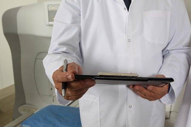 мужчина врач картинка