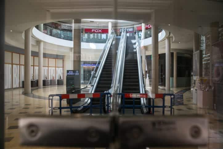 Закрытый торговый центр в Иерусалиме фото