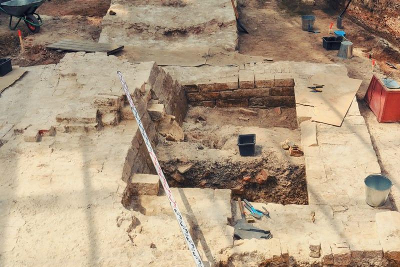 место раскопок шурф
