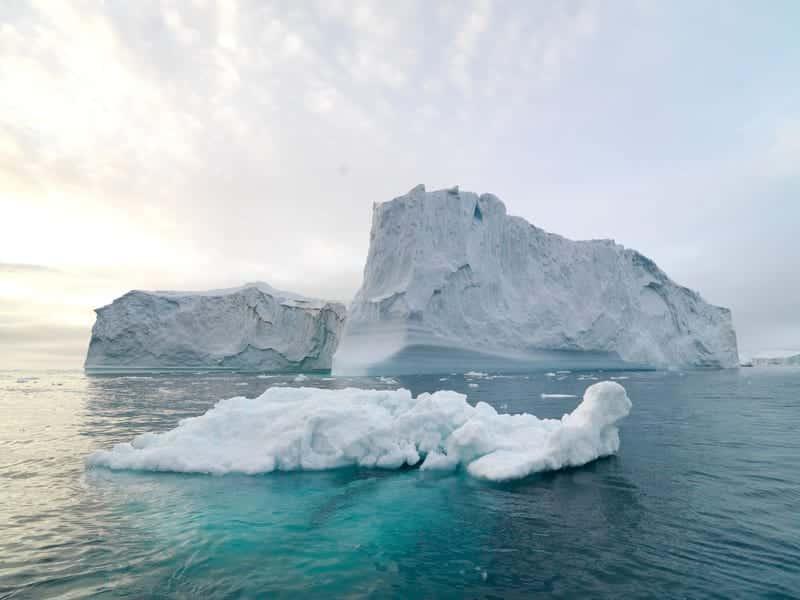 Один из самых больших айсбергов в мире практически растаял