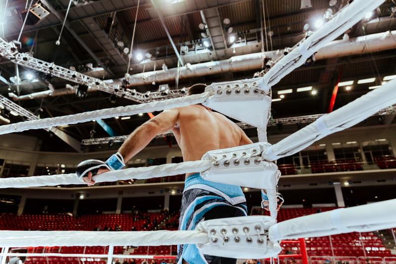 Боец в ринге фото