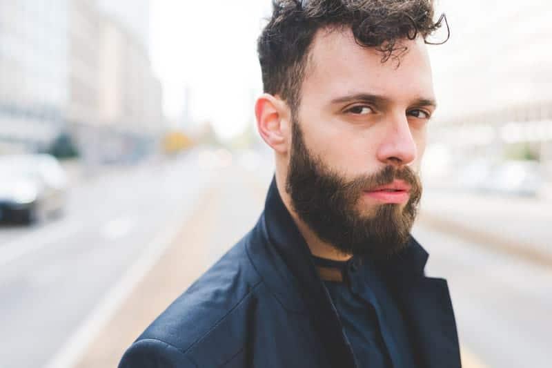 мужчина с бородой фото