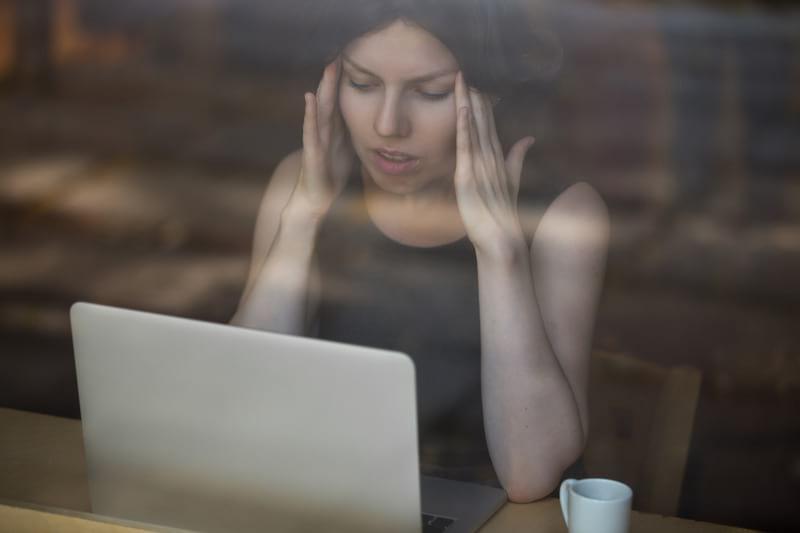 Головная боль женщина фото