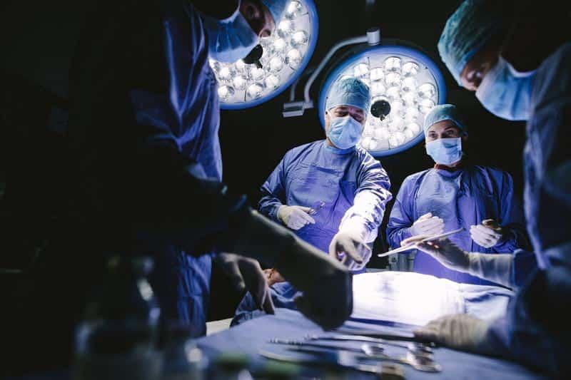 хирурги, операция фото