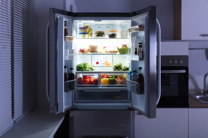 открытый холодильник фото