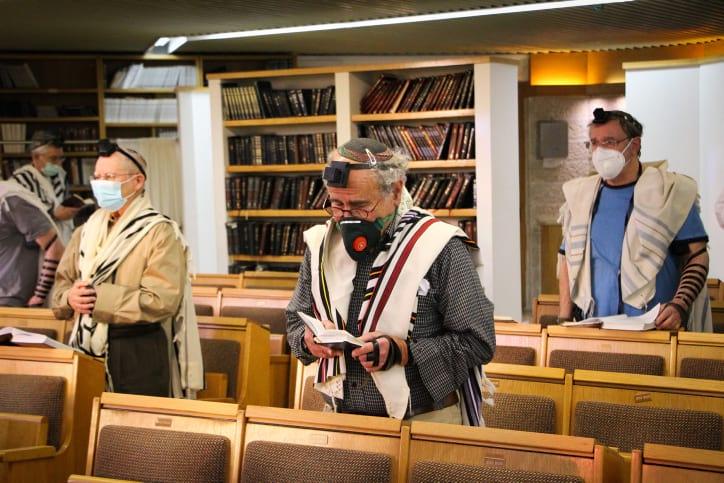 Izrailtyane v sinagoge