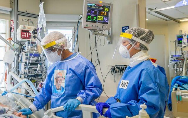 Медики больницы Ихилов фото