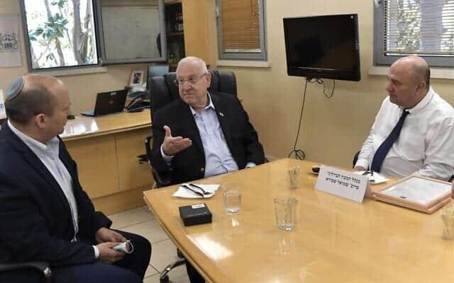 Naftali Bennet i Reuven Rivlin v Izrailskom institute biologicheskih issledovanij