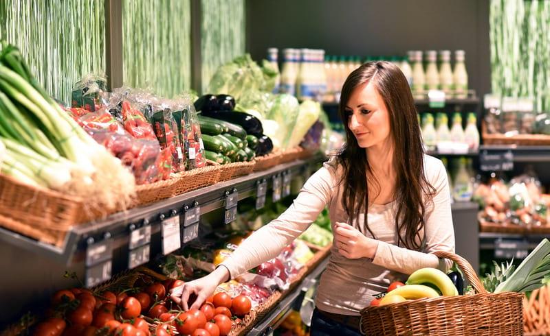 девушка продукты супермаркет картинка