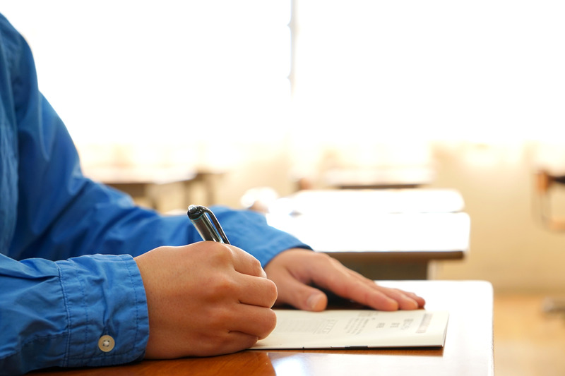 школьник пишет руки фото