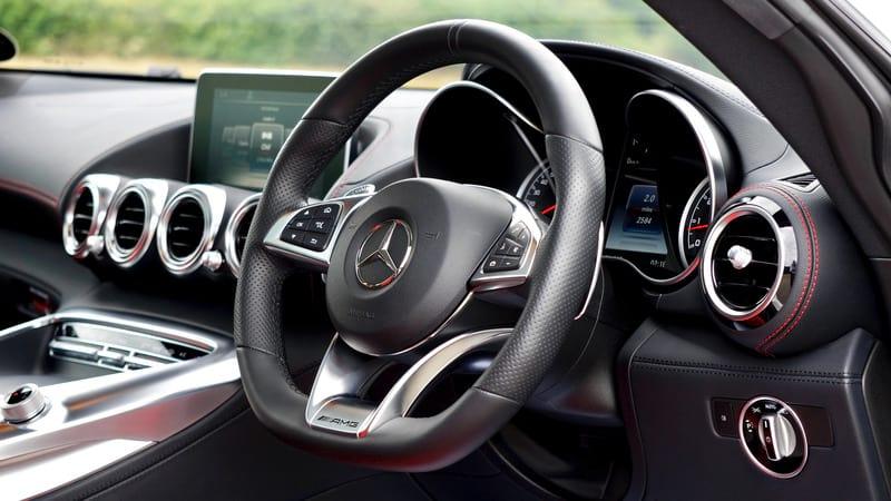Салон авто Mercedes фото