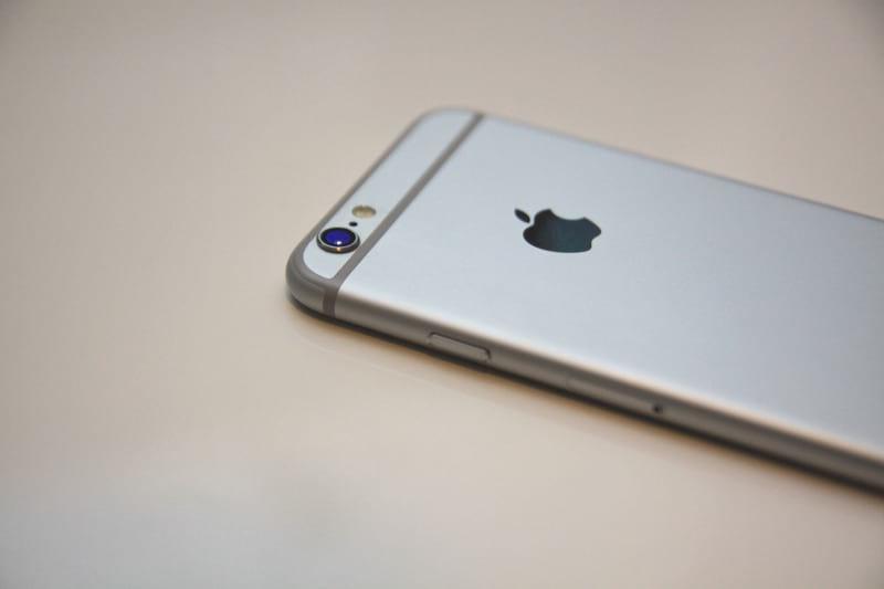 Смартфон iPhone иллюстрация