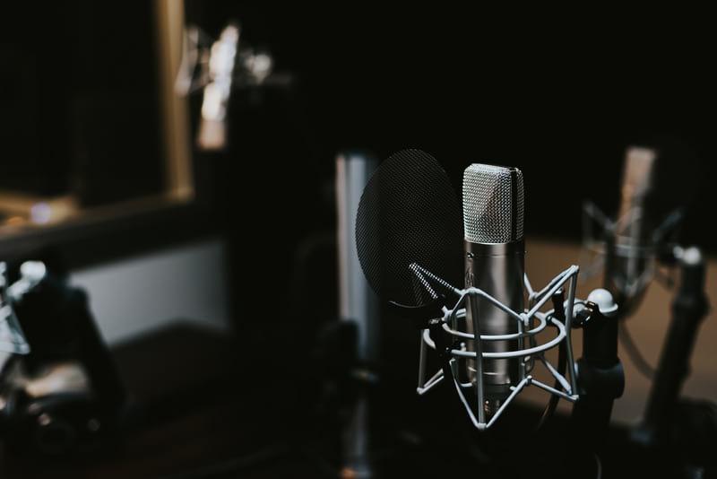 Студийный микрофон фото