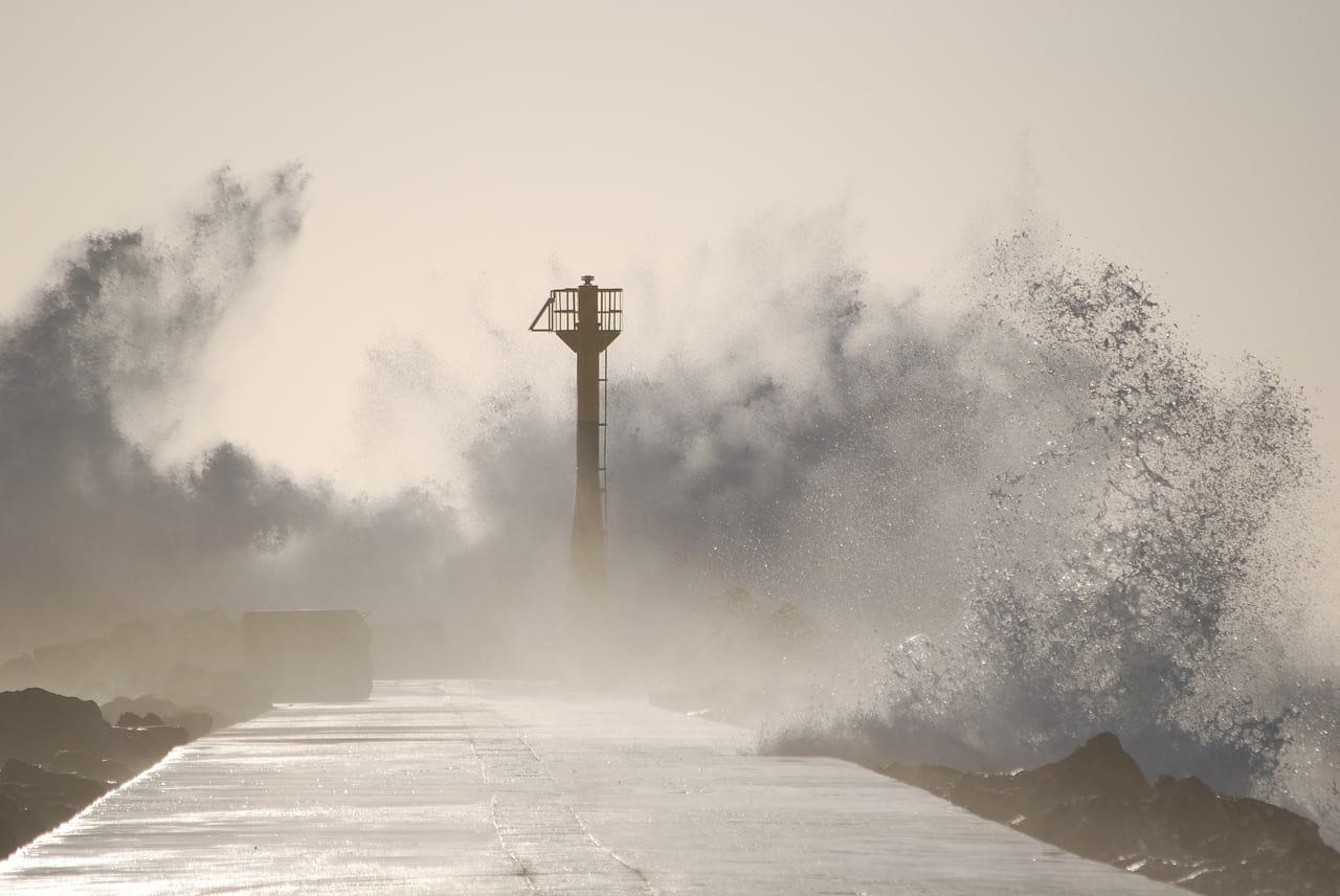 Тайфун иллюстрация