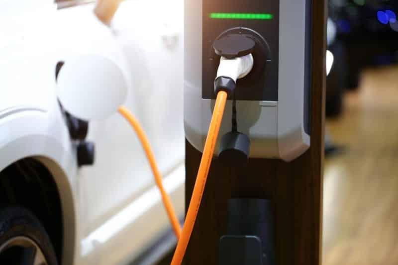 Зарядка электрокара фото