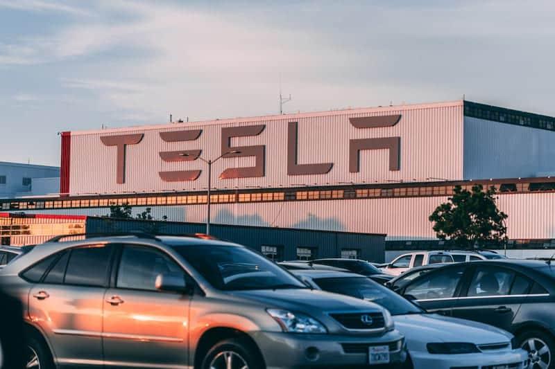 Завод Tesla фото