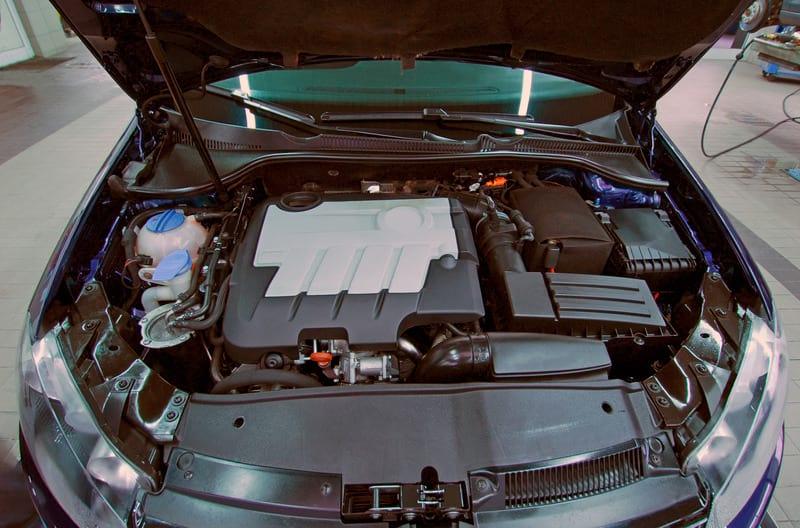 автомобиль двигатель капот картинка
