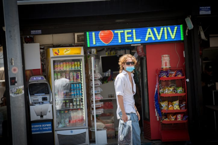 Izrailtyane na ulitsah Tel Aviva