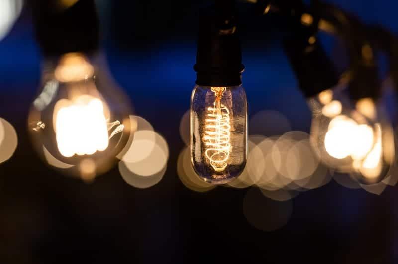 Лампа электрическая единичная в плафоне фото