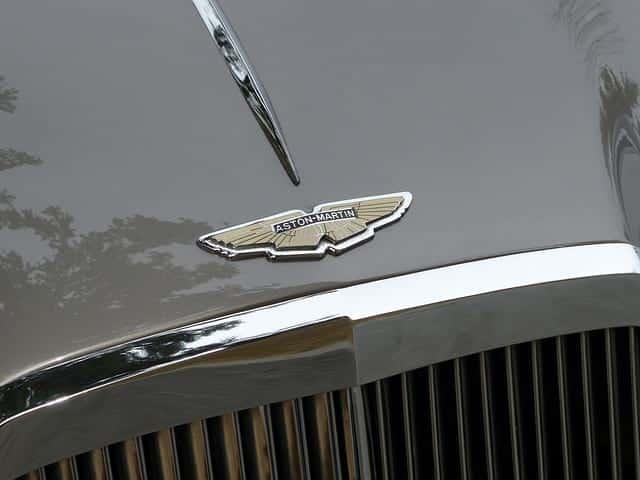 Aston Martin картинка