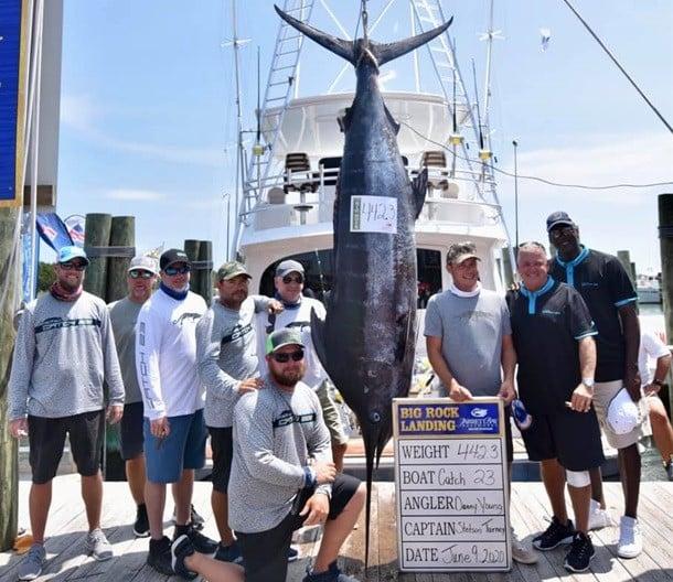 Majkl Dzhordan pojmal 200 kilogrammovuyu rybu