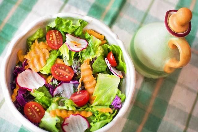 салат в тарелке фото