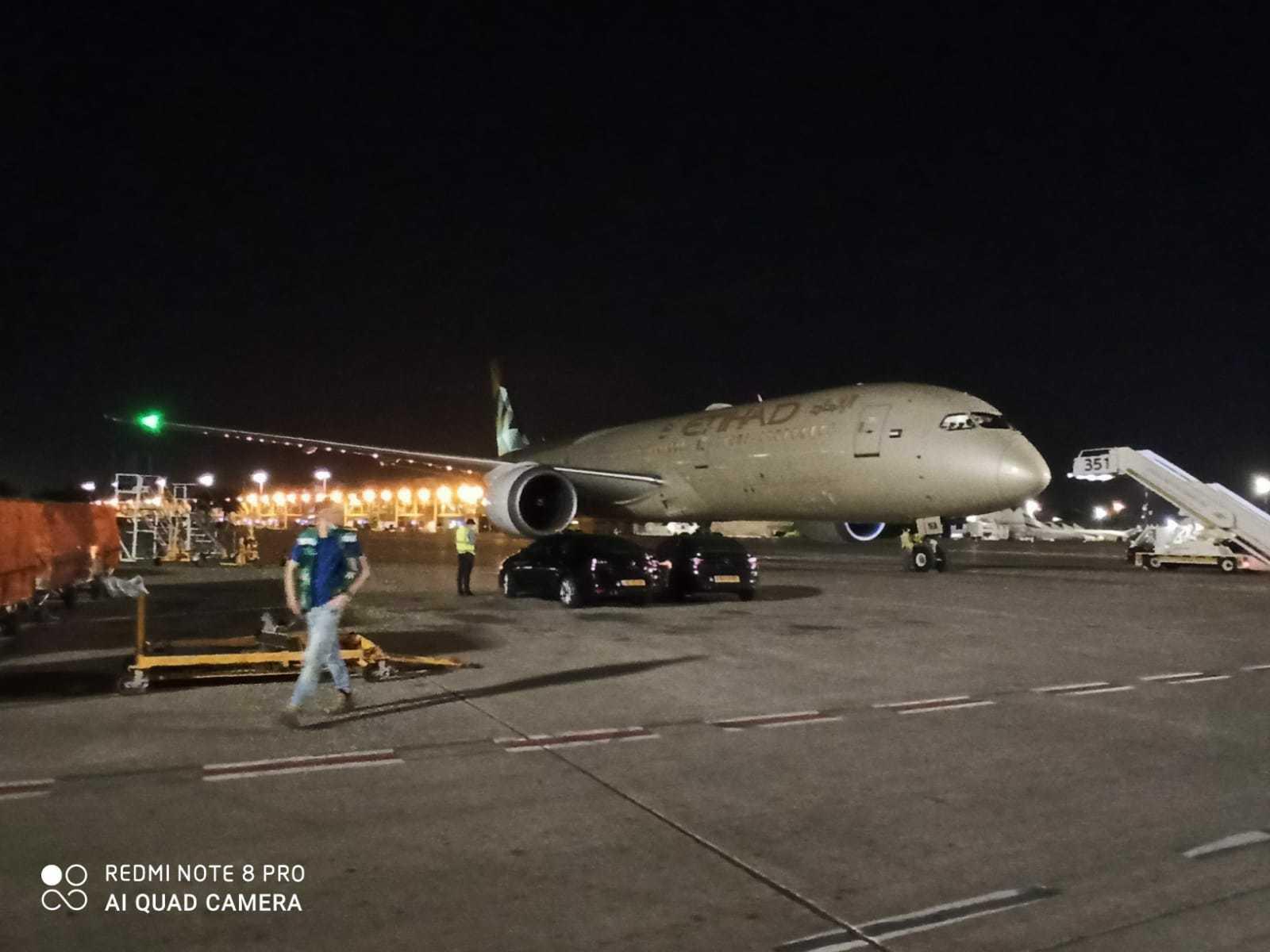 Самолет из ОАЭ с гуманитарной помощью для ПА фото