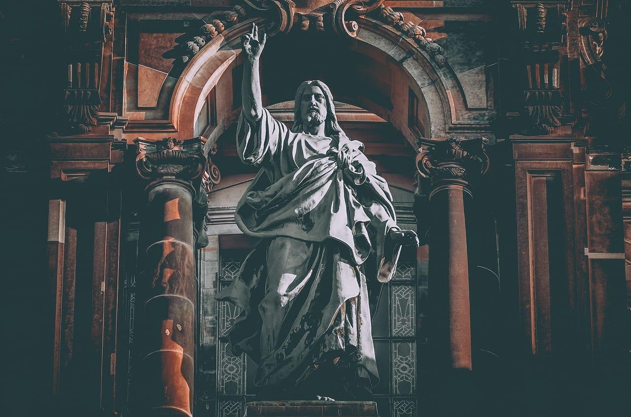 Скульптура Иисуса Христа фото