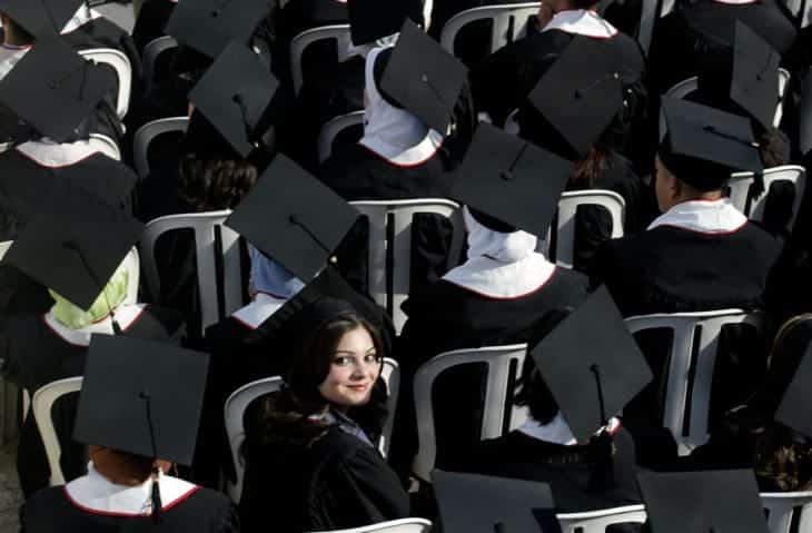 Студенты на церемонии фото