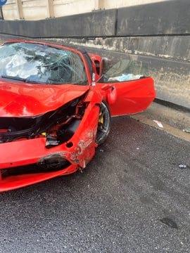 razbitaya Ferrari