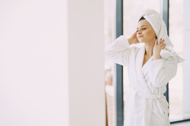 девушка ванна полотенца фото