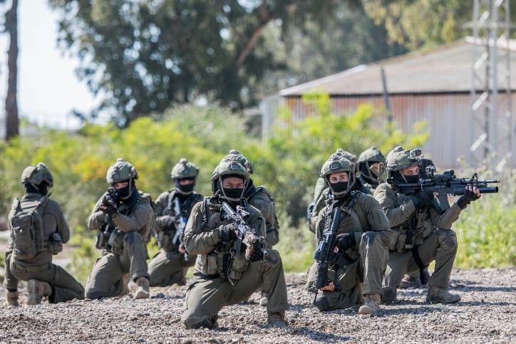 Солдаты ЦАХАЛа на учениях фото