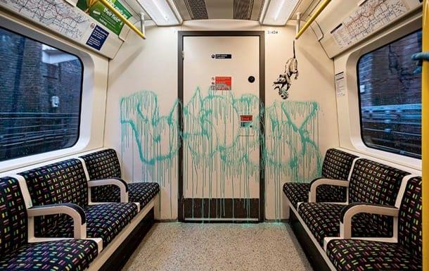 Graffiti Benksi na temu koronavirusa v londonskom metro
