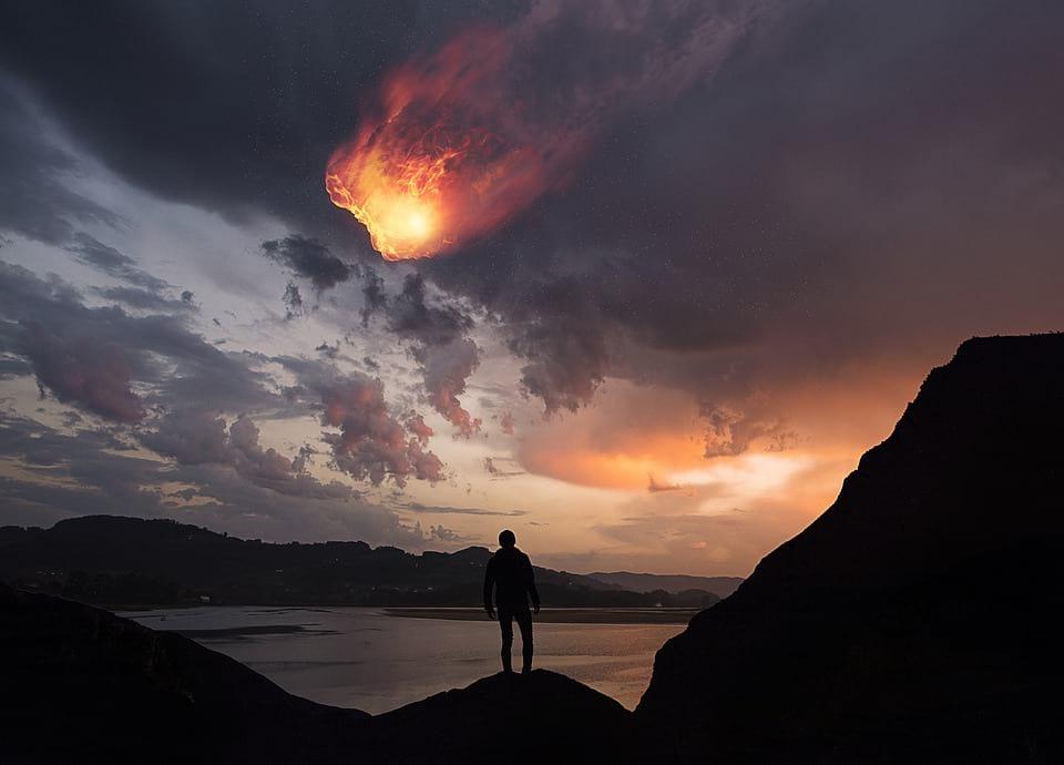 падение метеорита изображение