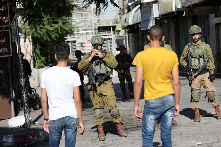 Палестинцы устроили беспорядки в Хевроне фото