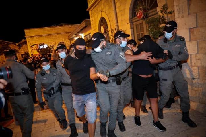 Politsiya arestovyvaet futbolnyh ultras na aktsii protesta protiv Netaniyagu