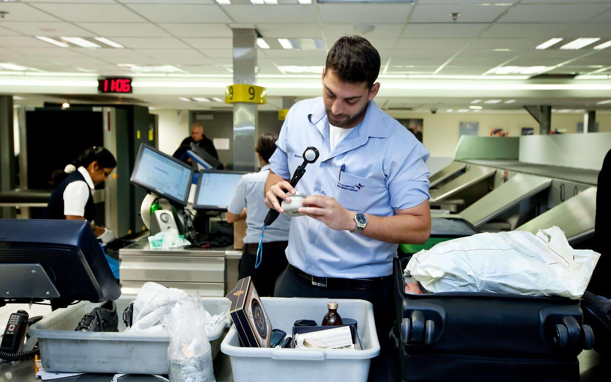 Служба безопасности в аэропорту Бен-Гурион фото