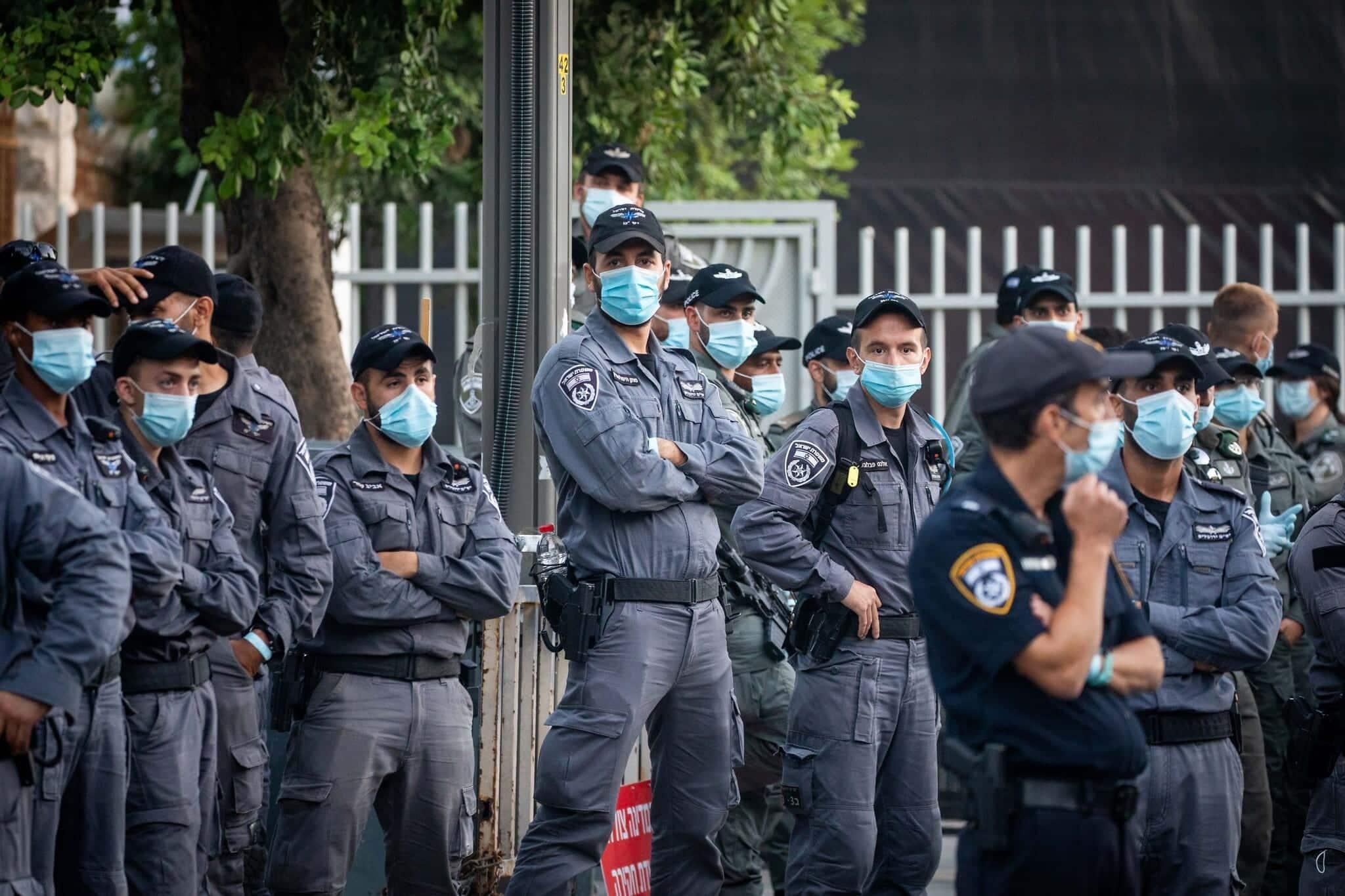 Sotrudniki politsii ohranyayut rezidentsiyu Netaniyagu v Ierusalime