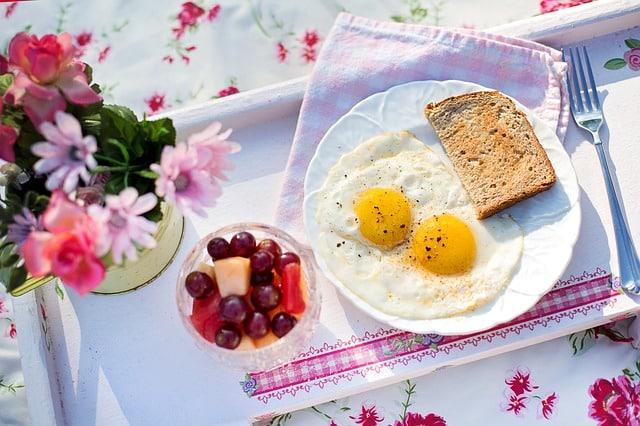 яичница хлеб завтрак фото