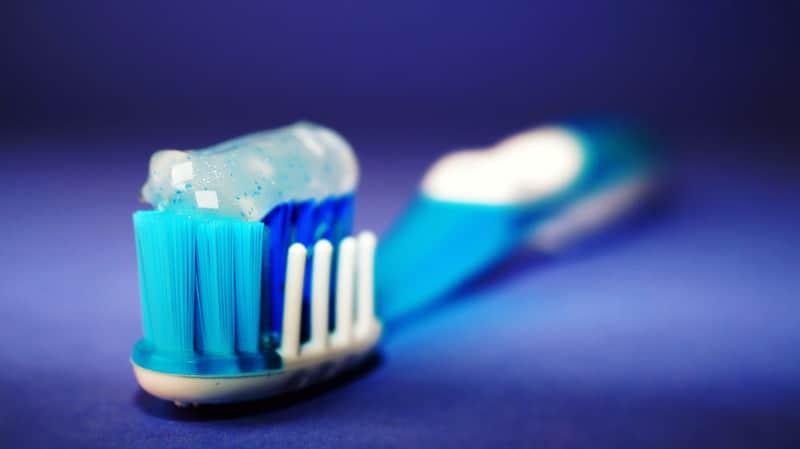 Зубная щетка фото