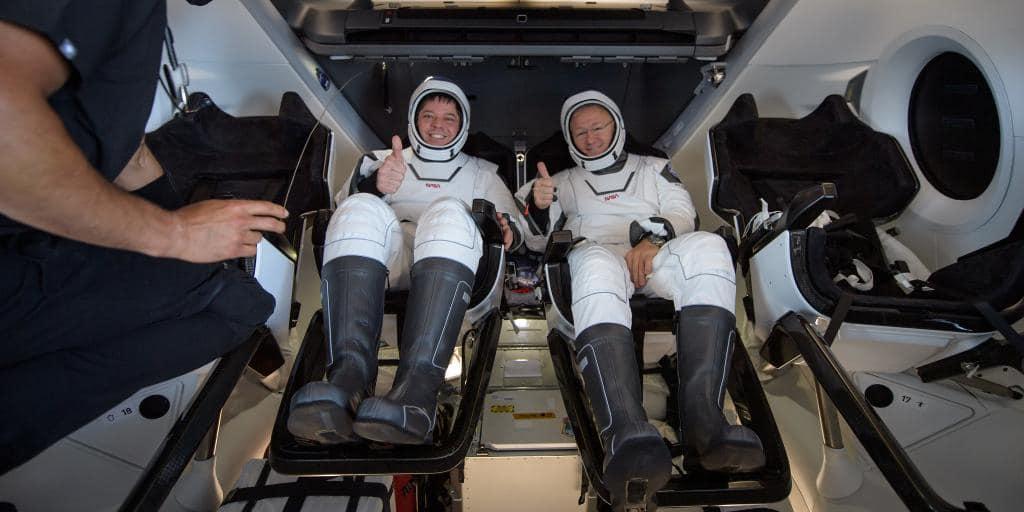 Astronavty NASA Robert Benken i Daglas Herli 1