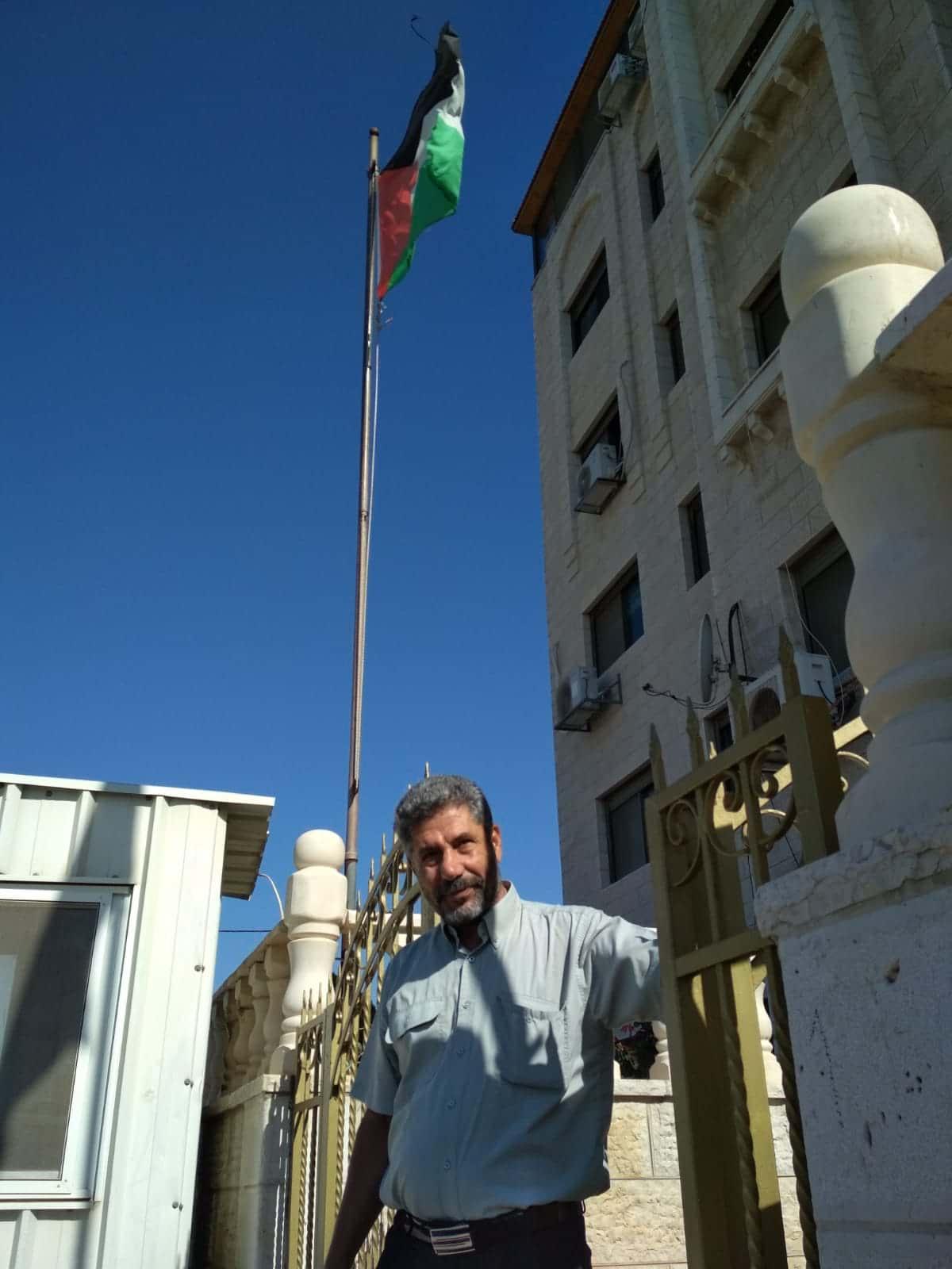 Bassam Dzhagub okolo glavnogo ofisa FATH