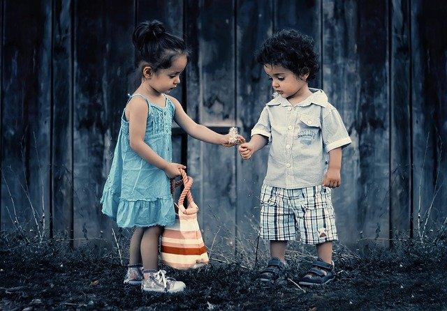 Дети мальчик и девочка иллюстрация